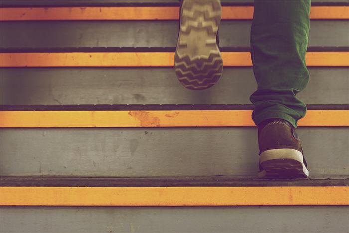 看5種鞋底磨損位置 就知道腰部、膝蓋和骨盆的健康程度!