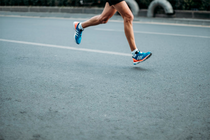 膝蓋好痛!可能是跑者膝在作怪,學會3方法助改善