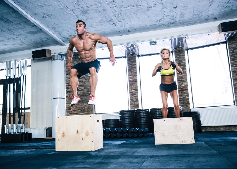又到了練腿日,是否運動菜單有點乏味?而「跳箱」訓練看似熟悉又陌生,它也可以鍛鍊我們的爆發力、腿部肌群,有助於突破健身停滯期!