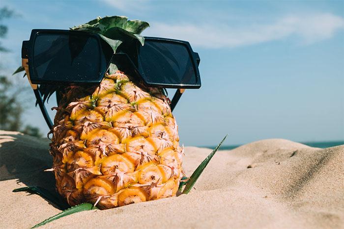 常溫下保存,將鳳梨倒立,讓鳳梨的甜度均勻分散。