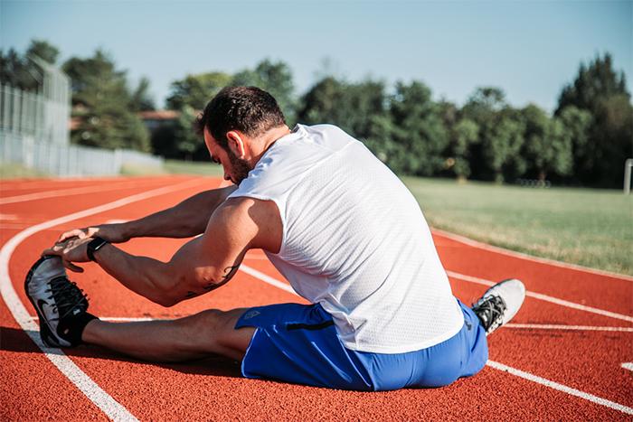 鐵腿後躺著不動會更痛 簡單2招就能舒緩不適感!