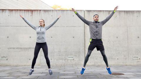沒錢上健身房?那就來開合跳吧!簡單、上手度高,而且燃脂功力強大,給自己一個月的時間,每天10分鐘開合跳,一定能看到改變。