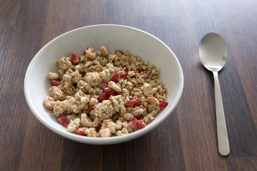 燕麥片和新鮮莓果是非常棒的早餐組合