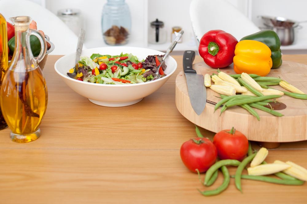 每天食用3湯匙(或約50毫升)的橄欖油,能有效預防癌症和幫助減輕體重,也許是義大利麵料理,還是生菜沙拉,淋上一點橄欖油,不僅能提升菜餚風味,還能幫助瘦小腹!