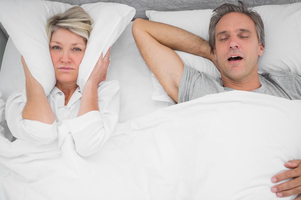 磨牙「咯吱咯吱」的聲音,除了讓枕邊人,不能好好睡覺,事實上,也是身體發出的警訊。研究發現,半夜磨牙是睡眠障礙的病徵之一,多發生在小孩子與成年人身上。那,該如何改善?先一起來找出病因、適度調整,才能避免磨牙一再發生。