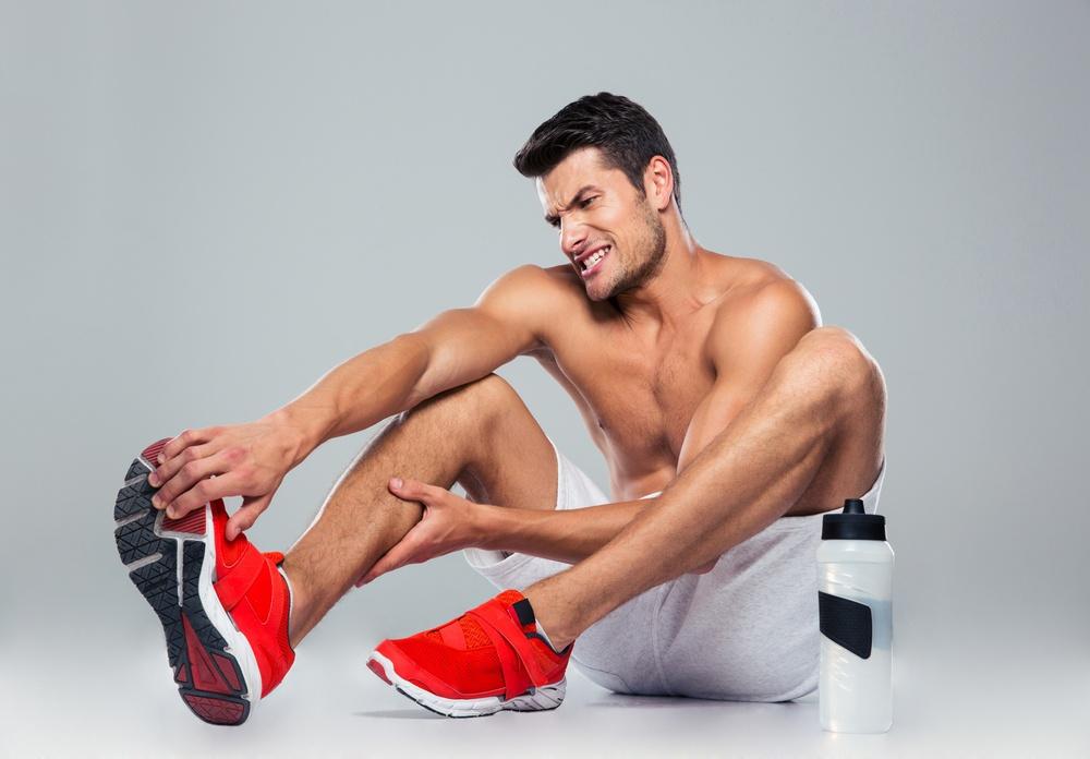 抽筋,又叫做「肌肉痙攣」,症狀為肌肉突然變得緊繃和疼痛,發生的部位通常發生在小腿和大腿