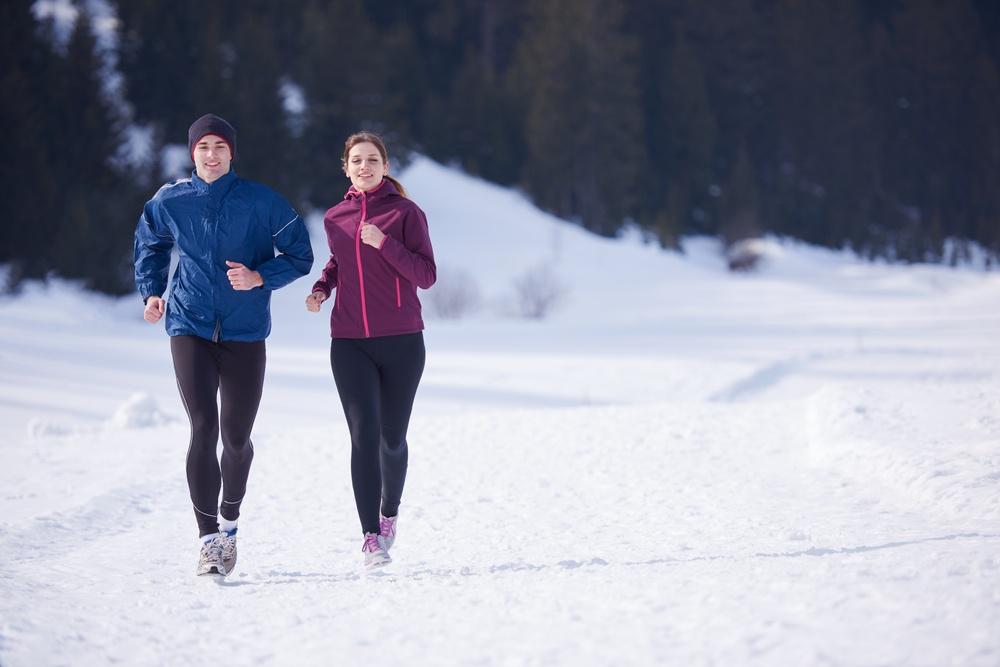 在室外運動,要注意衣物保暖,戴個帽子或是毛巾披在頭上,保持身體溫暖,也能避免運動完頭痛的症狀