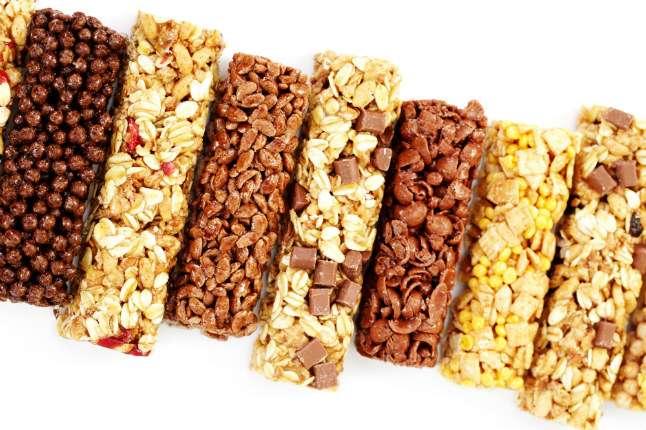 不少減肥族和健身族,在運動後會選擇「能量棒」,讓身體快速補充能量,甚至當作小吃、取代正餐;但,別以為所有能量棒都是低脂、低糖,吃錯、吃太多,也是會變胖!